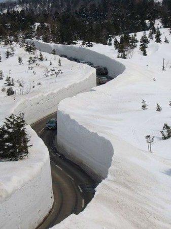 Как убирают снег в Японии [3 фото]