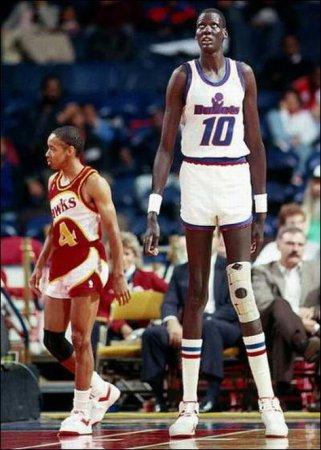 Самый высокий баскетболист в мире [10 фото]
