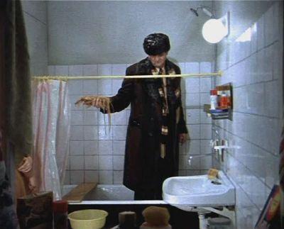 Шведская семья нашла в ванной незнакомца