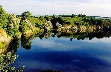 Око дьявола - озеро с чернилами вместо воды